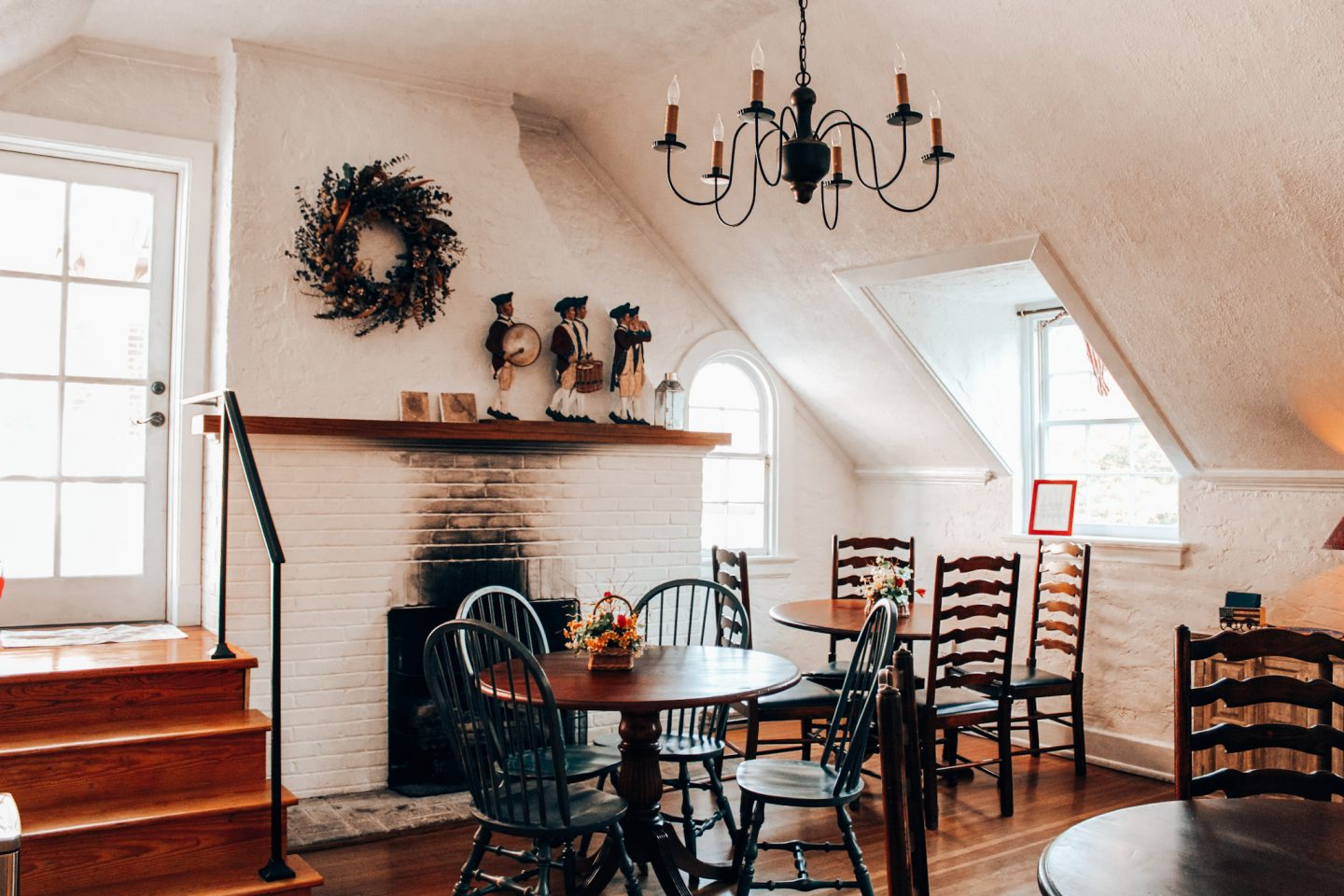Staying at Fife and Drum Inn is one of the top things to do in Williamsburg, VA